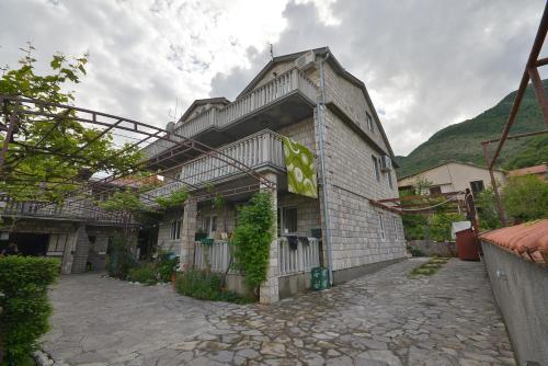 Apartments Misevic, Каменари
