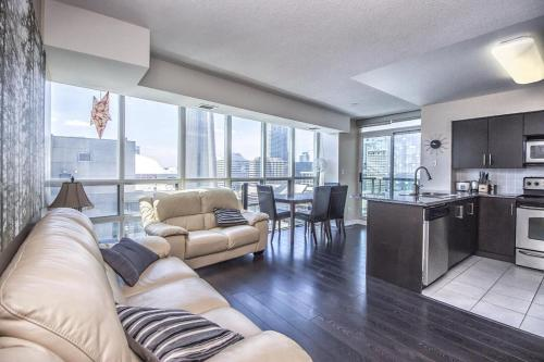 NAPA Furnished Suites at CN Tower & Maple Leaf Square Photo