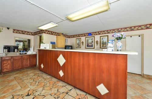 Americas Best Value Inn and Suites Knoxville Photo