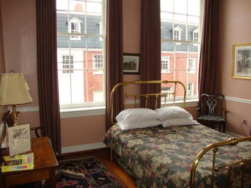 Leesburg Colonial Inn Photo