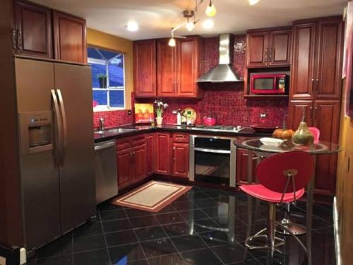 Charming and Spacious with San Francisco View - Daly City, CA 94014