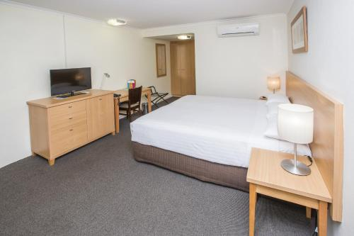 ibis Styles Canberra Eagle Hawk photo 9