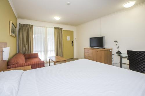 ibis Styles Canberra Eagle Hawk photo 21