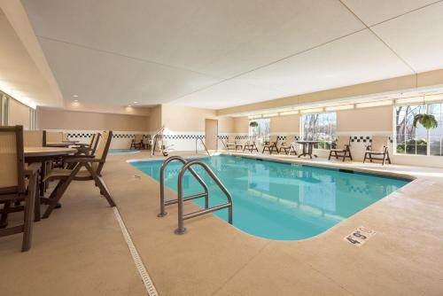 Country Inn & Suites by Carlson - Clinton Photo