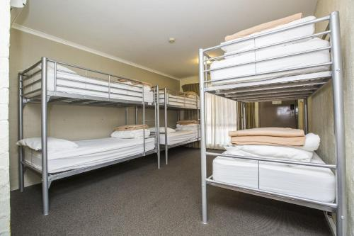 ibis Styles Canberra Eagle Hawk photo 33