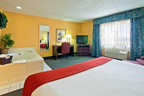 Holiday Inn Express Hotel Fort Campbell-Oak Grove Photo