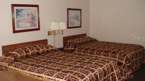 Photo of Midwest Inn Blue Springs Hotel Bed and Breakfast Accommodation in Blue Springs Missouri