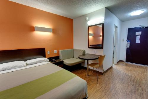 Motel 6 Houston Hobby photo 26