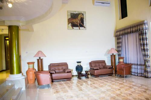 EE's Mountain Height Lodge, Mampong