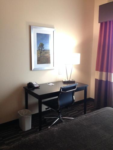 Best Western Plus Desert Poppy Inn Photo