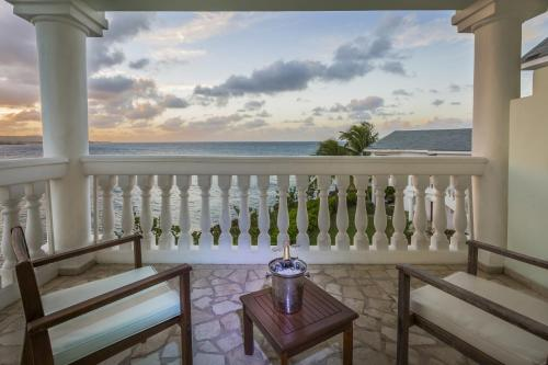 Grand Palladium Lady Hamilton Resort & Spa All Inclusive Photo