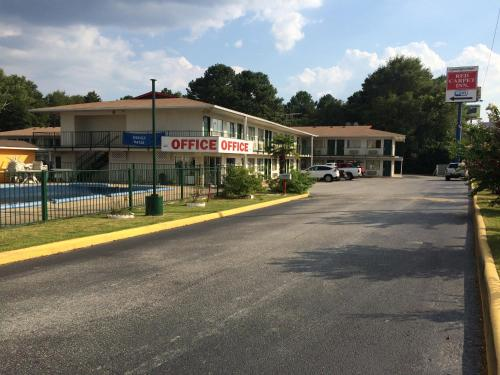 Red Carpet Inn - Opelika