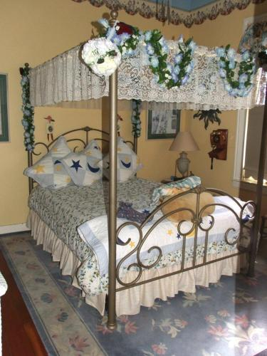 Robin's Nest Bed & Breakfast - San Andreas, CA 95249