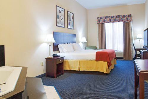 Holiday Inn Express Hotel and Suites Orange Photo