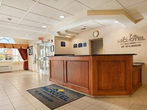 Microtel Inn & Suites by Wyndham Ann Arbor Photo