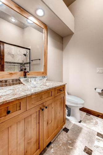 Two-Bedroom with Private Elevator and Hot Tub at Red Bear Photo