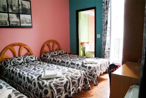 12 ROOMS HOSTAL