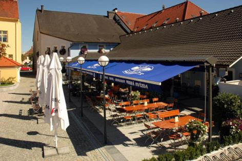 Hotel Restaurant Modr Hvzda