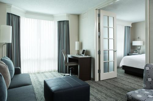 Chicago Marriott Suites Downers Grove Photo