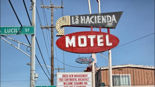 La Hacienda Motel Photo