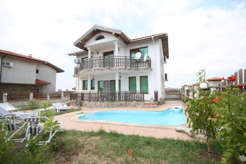 Villas Arendoo with Private Pool, Bozhurets