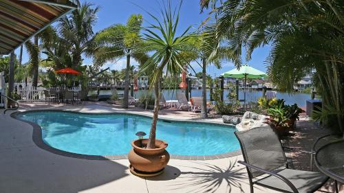 Manatee Bay Inn - Bed And Breakfast