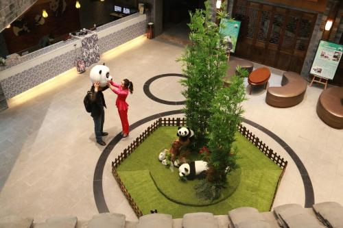 Dujiangyan Panda Post Theme Hotel