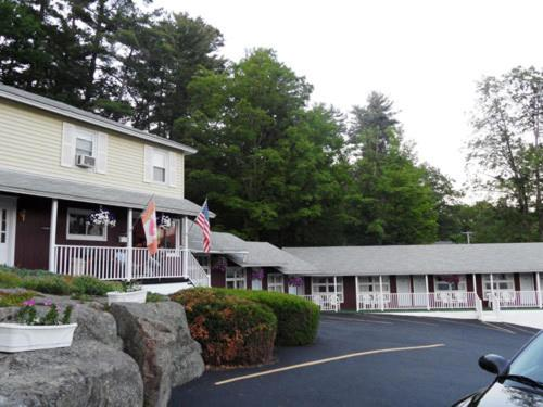 Pinebrook Motel Photo