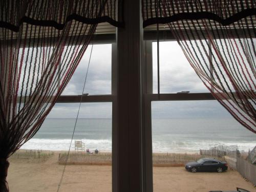 Misquamicut Beach Front Inn Photo