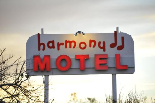 Harmony Motel Photo