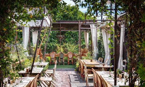 Petit Ermitage - West Hollywood, CA 90069