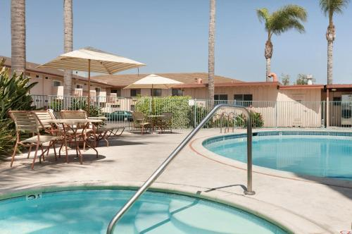 Super 8 Oceanside - Oceanside, CA 92054