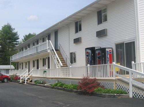 Knotty Pine Motel Photo
