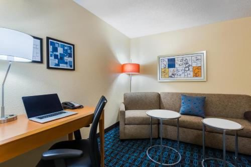 Fairfield Inn and Suites Mobile Photo