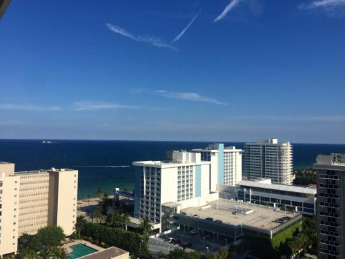 Upscale Condo Hotel in Fort Lauderdale Beach Photo