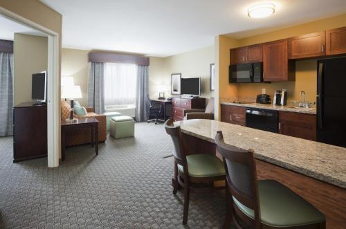 GrandStay Hotel & Suites - Morris Photo