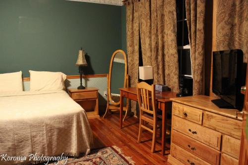 The Victorian-Candle Bed & Breakfast Photo