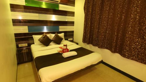 http://www.booking.com/hotel/in/oyo-rooms-marol-andheri.html?aid=1728672