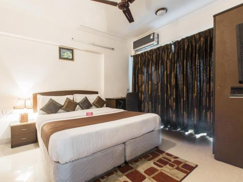 http://www.booking.com/hotel/in/oyo-apartment-chandivali-powai.html?aid=1728672