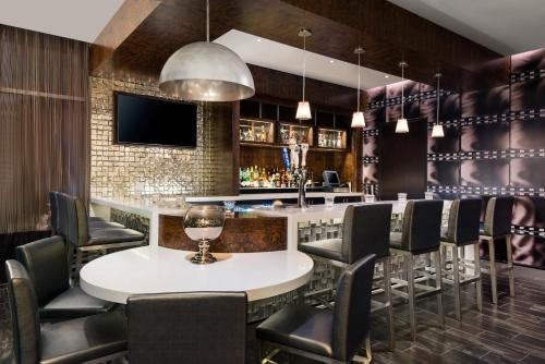 Springhill Suites Los Angeles Burbank/Downtown - Burbank, CA 91502