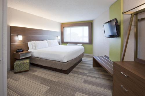 Holiday Inn Express Hotel & Suites Minneapolis-Golden Valley Photo