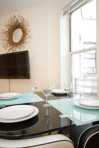 Stunning Two Bedroom In The Heart Of The City Photo