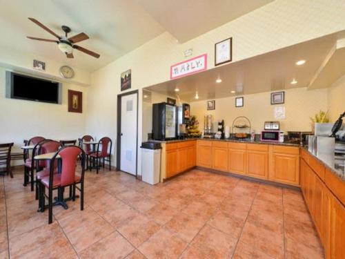 Americas Best Value Inn & Suites El Monte - El Monte, CA 91734