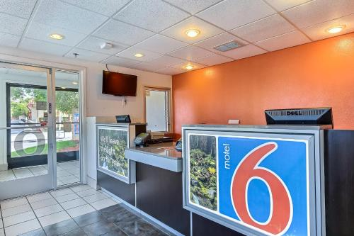 Motel 6 Pinole Photo