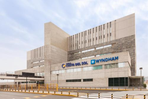 Costa del Sol Wyndham Lima Airport Photo