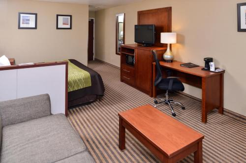 Comfort Inn & Suites North Woods Cross Photo