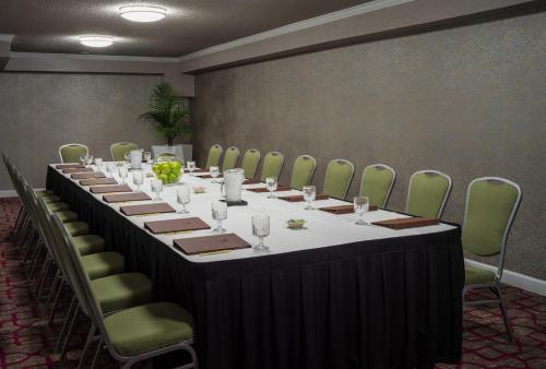 DoubleTree by Hilton Austin Northwest - Arboretum photo 26