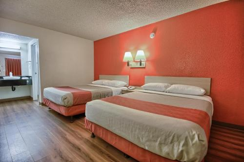 Motel 6 Fresno - Blackstone South - Fresno, CA