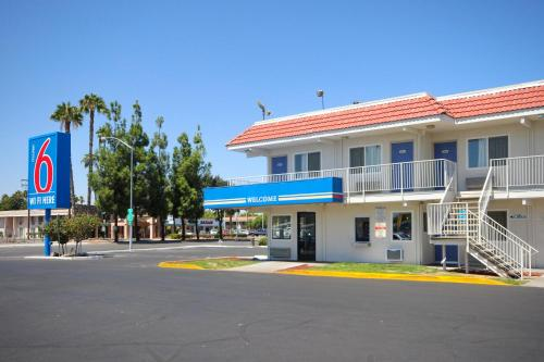 Motel 6 Fresno - Blackstone South Photo