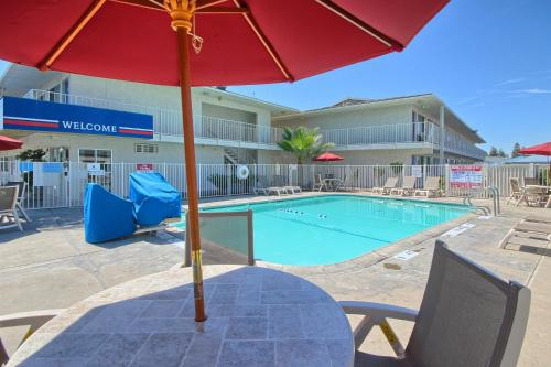 Motel 6 Tulare Photo